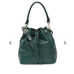 Ora Delphine has bag